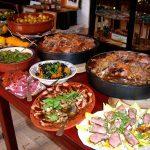 Ein Buffet voller Essen